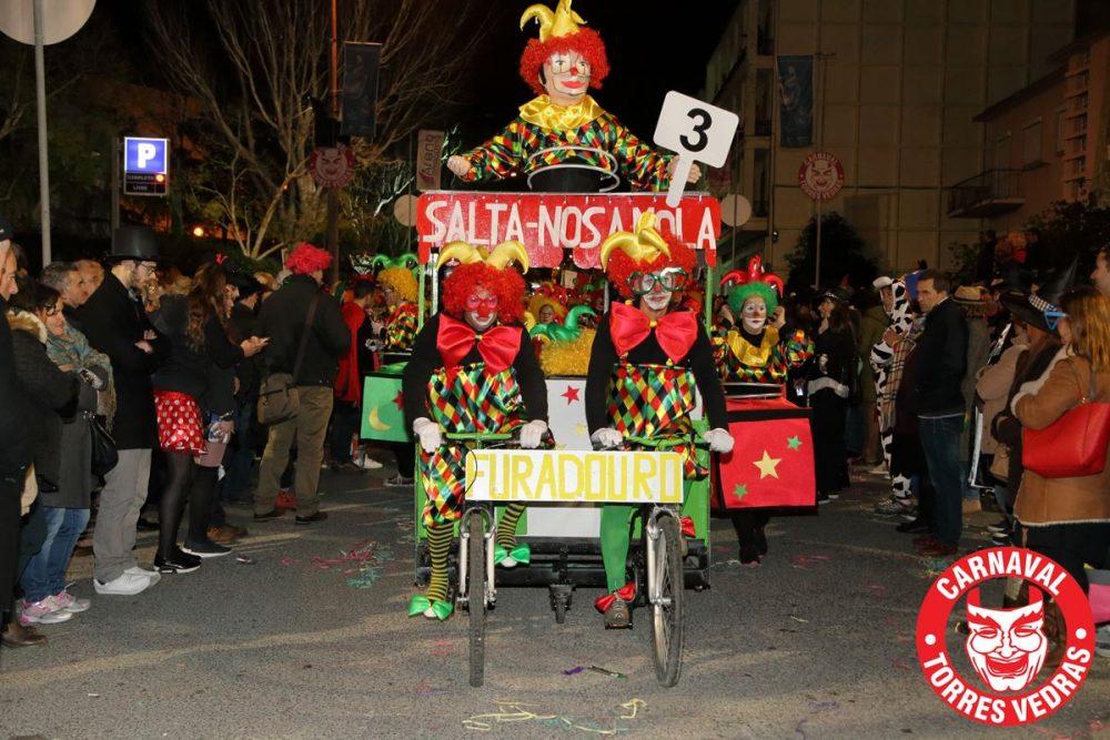 Já cheira a Carnaval mas ainda há pagamentos a fazer a grupos de mascarados