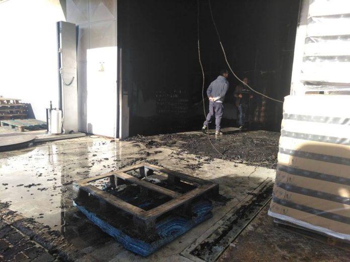 Incêndio destrói empresa e fabrico de pickles em Torres Vedras