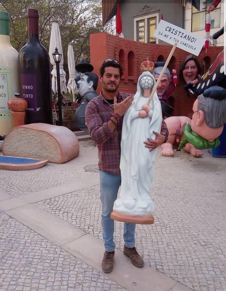 """Escultura """"Nossa Senhora da Bola"""" gere indignação e é retirada do Monumento"""