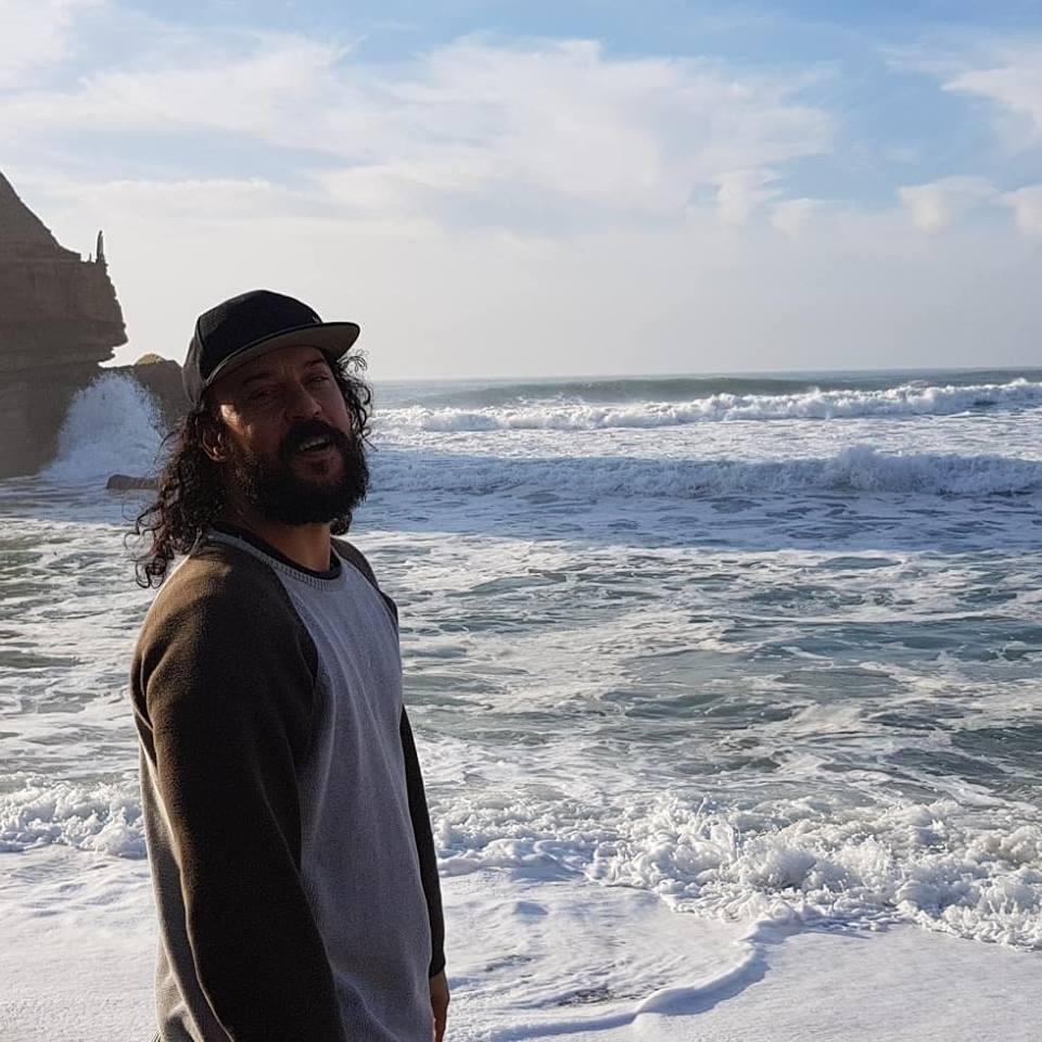 Gabriel o Pensador surfou a andas de Santa Cruz