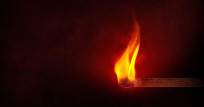 Bombeiros acusados de atear fogos em Alenquer remetem-se ao silêncio em tribunal