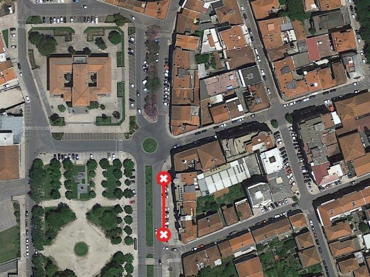 Estacionamento e trânsito condicionado na Rua Maria Barreto Bastos
