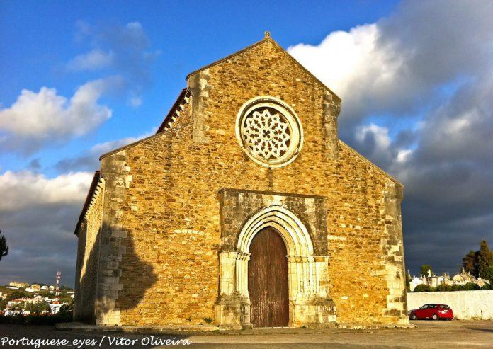 Igreja do século XIV encerrada por risco de queda de blocos na Lourinhã