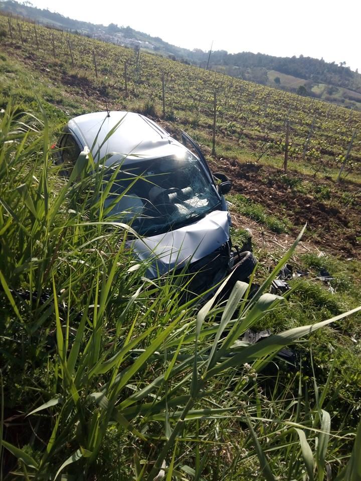 Dois feridos em colisão frontal em Torres Vedras