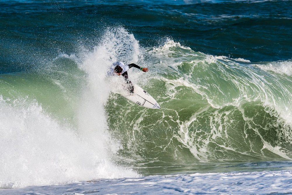 Surfistas 'Kikas' e Vasco Ribeiro seguem para os quartos de final em Santa Cruz