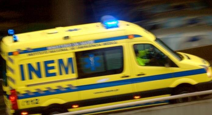 Acidentes com vários veículos cortam A8 e provocam pelo menos 6 feridos, um deles grave