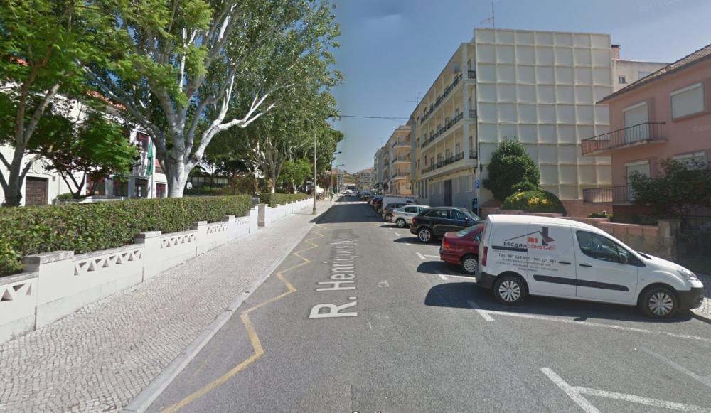 Interdição de estacionamento em parte da Rua Henriques Nogueira