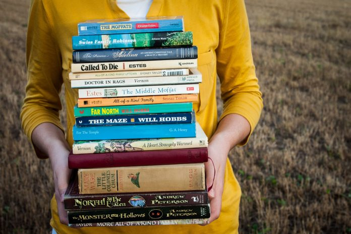 Arena Shopping promove hábitos de leitura para crianças e adultos