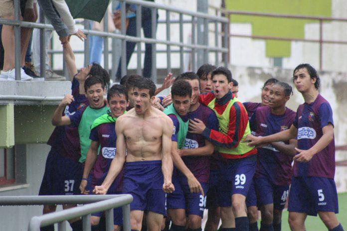 Juvenis sub-17 do Torreense garantem a subida