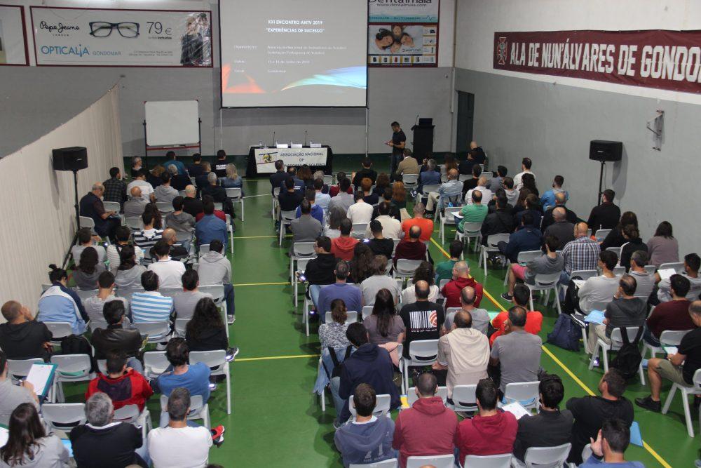 Dario Teixeira eleito Melhor Treinador pela ANTV na formação feminina