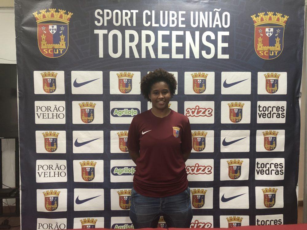 Reforços para equipa sénior de futebol feminino