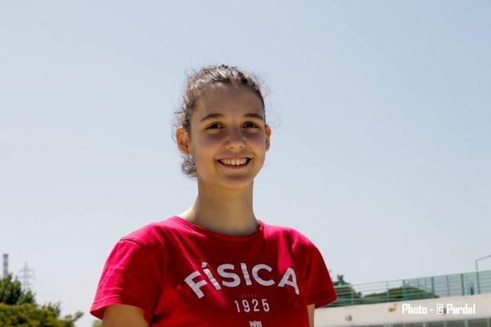Ema Conceição bate recorde em Júnior 100L Absolutos