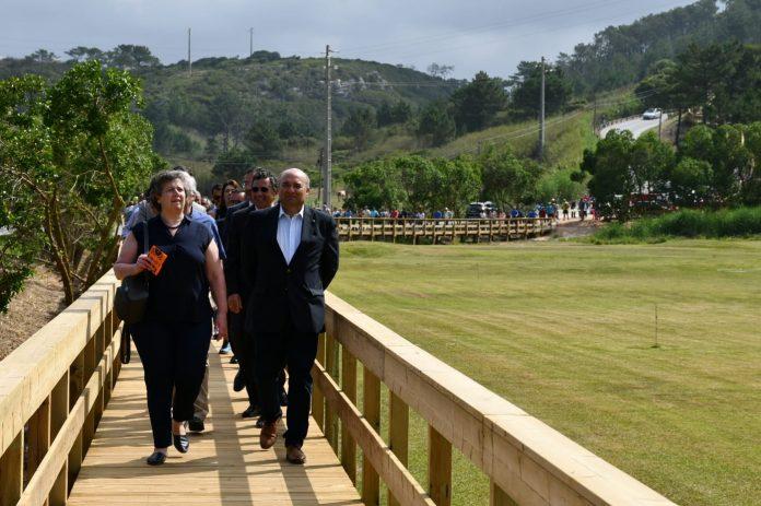 Passadiço que liga Maceira a Porto Novo resulta de um investimento de cerca de 150 mil euros