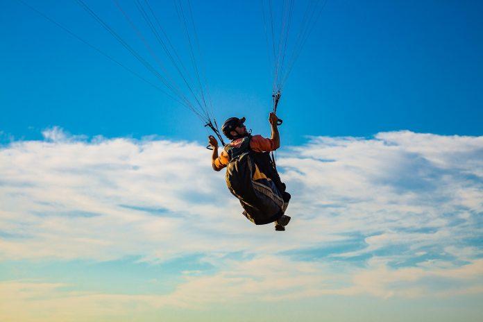 Pilotos de parapente vigiam praias e arribas em Torres Vedras