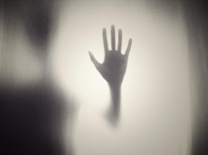 Mulher que alega ser vítima de violência doméstica suspeita de matar companheiro em Alenquer