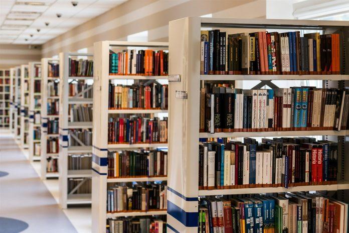 SOBRAL DE MONTE AGRAÇO: Biblioteca Municipal com espaço dedicado aos bebés