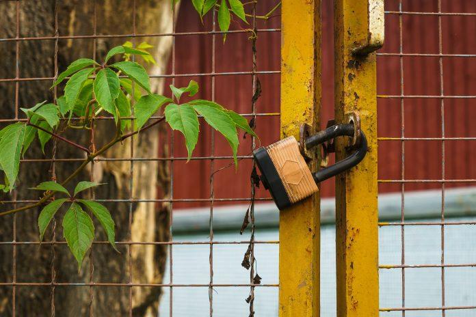 Escola de Sobral de Monte Agraço fechada a cadeado por falta de auxiliares