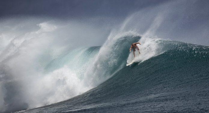 Surfista Vasco Ribeiro junta-se a 'Kikas' e Blanco na prova da elite em Peniche