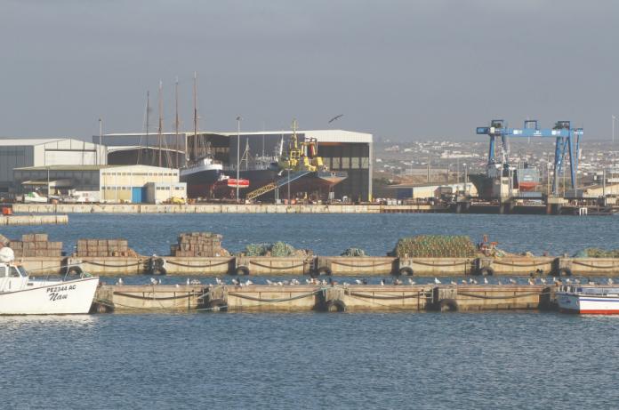 Obras de requalificação do quebra-mar do porto de Peniche já arrancaram