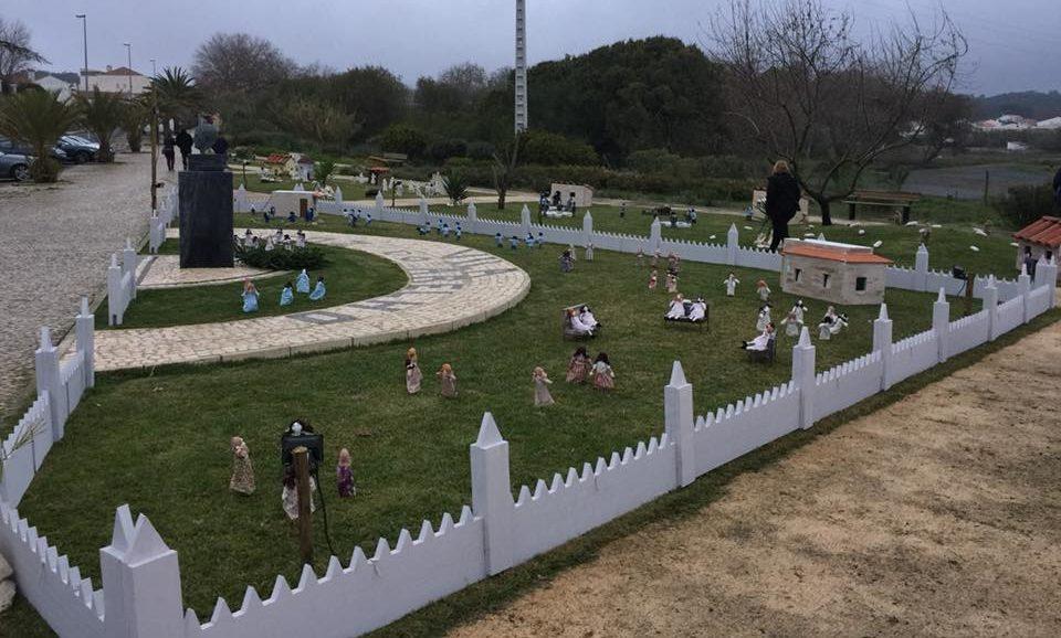 Foz do Arelho recriada em presépio com 1.000 figuras de materiais reciclados