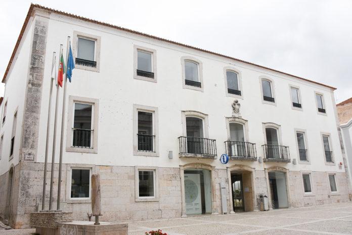 Reunião extraordinária pública da Câmara Municipal de Torres Vedras marcada para hoje.