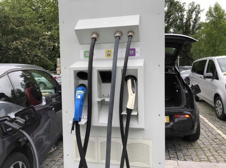 Falta de postos de carregamento de carros elétricos contestada nas Caldas da Rainha