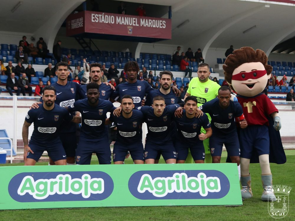 Futebol: Houve folia mas não houve golos no Manuel Marques
