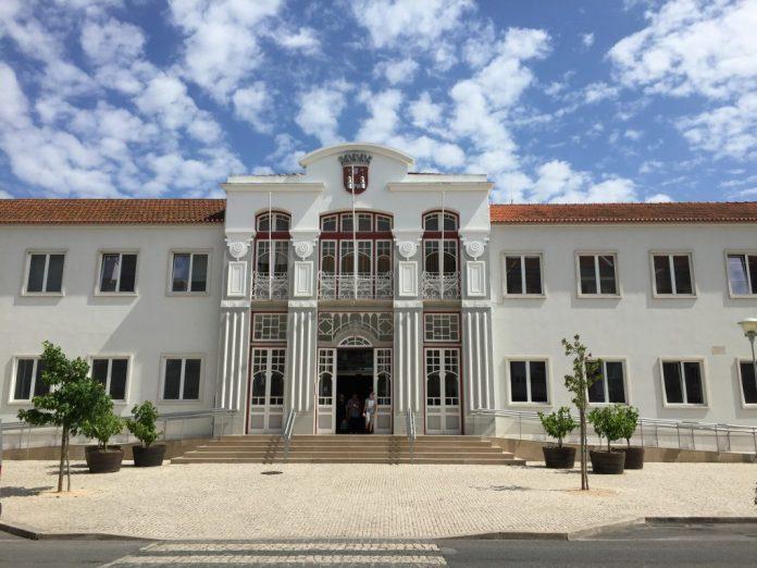 Câmara de Torres Vedras contrai empréstimos no total de 6,2 milhões de euros