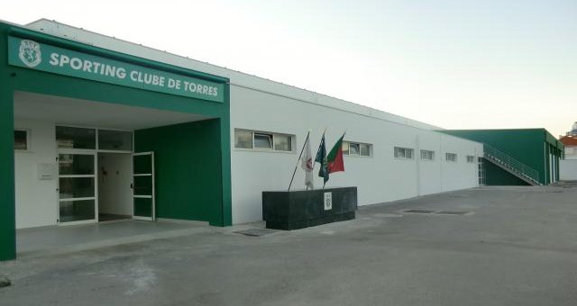 Pavilhões do Sporting Clube de Torres e do Externato de Penafirme convertidos em hospitais de campanha