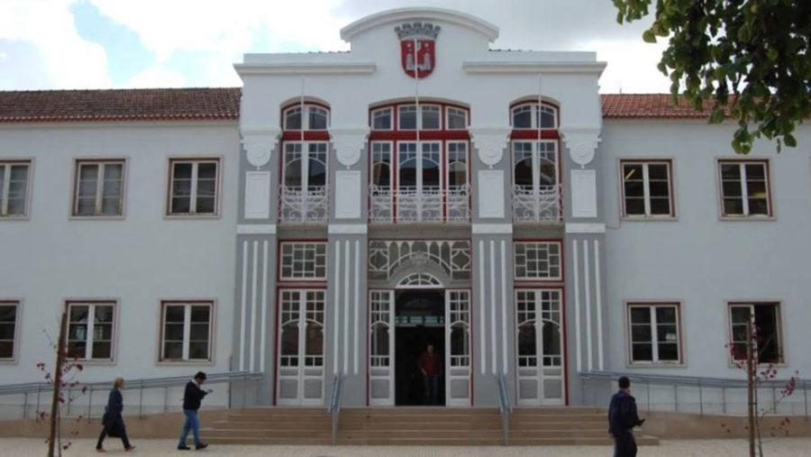 Câmara de Torres Vedras encerra serviços abertos ao público