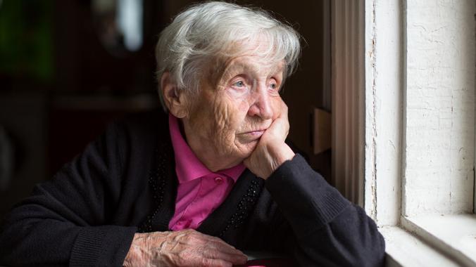 CALDAS DA RAINHA: Jovens disponibilizam-se para conversar à janela na Foz do Arelho