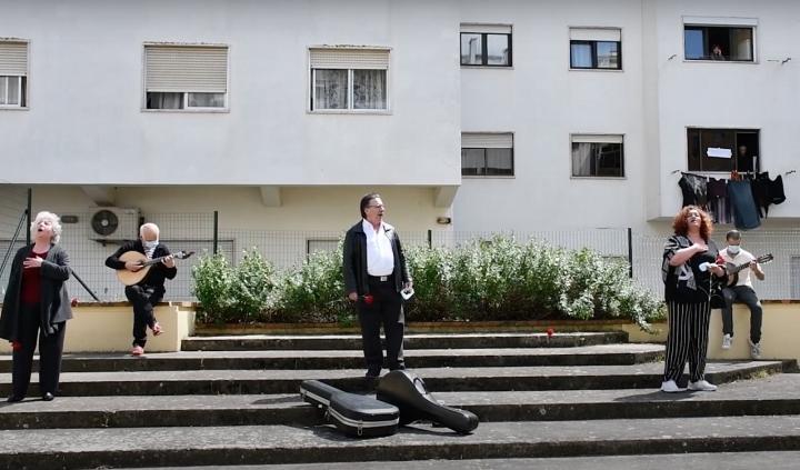 Torres Vedras: Atuação espontânea leva música à rua no Dia da Liberdade