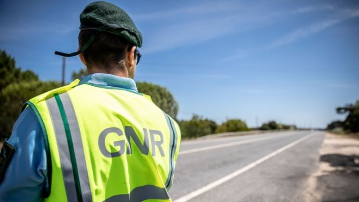 PENICHE: GNR distribui máscaras aos condutores em Peniche