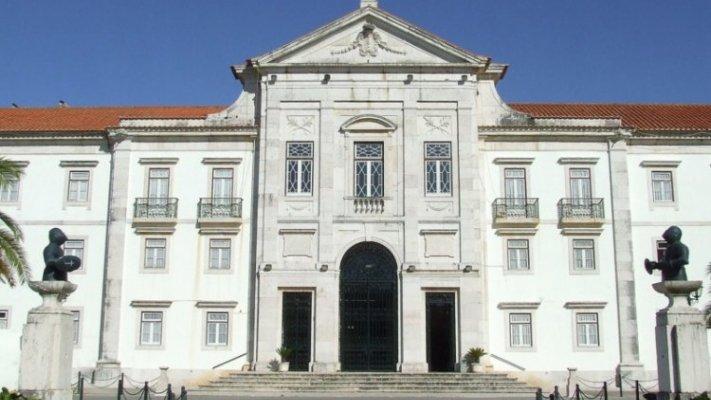 Três utentes infetados com covid-19 em lar militar de Torres Vedras