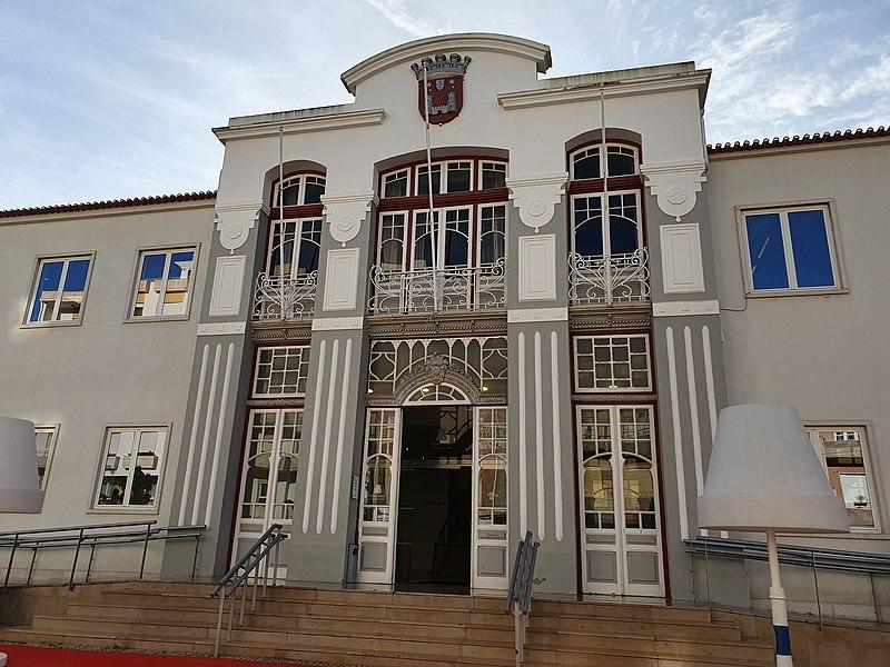 TORRES VEDRAS: Serviços municipais voltam a prestar atendimento ao público na próxima segunda-feira