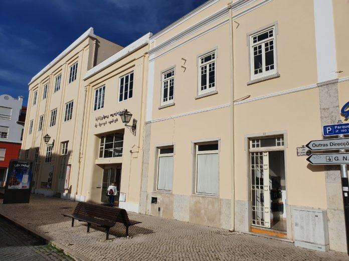 TORRES VEDRAS: Biblioteca Municipal retoma empréstimo de livros e passa a ter entregas em casa