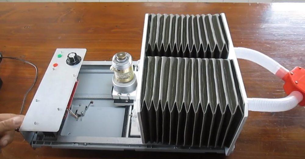 Professor de robótica da escola de São Gonçalo apresenta um protótipo de ventilador