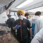 Chef Chakall confeciona hambúrgueres para os profissionais do Centro Hospitalar de Leiria