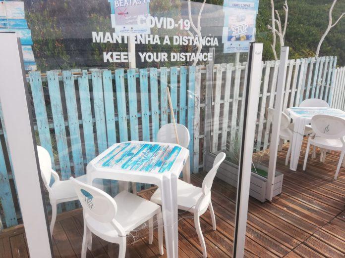 Apoio de praia em Santa Cruz é pioneiro nacional em cabines individuais na esplanada