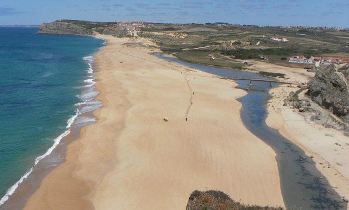 12 praias em Torres Vedras vão poder içar a bandeira azul esta época balnear