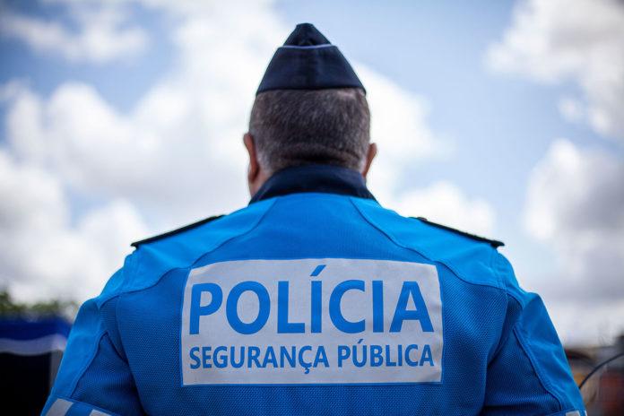 TORRES VEDRAS: Mulher detida por furto em residência em flagrante delito