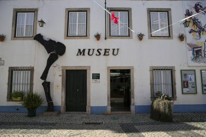 Museu da Lourinhã lança primeira impressão em 3D de um dinossauro português