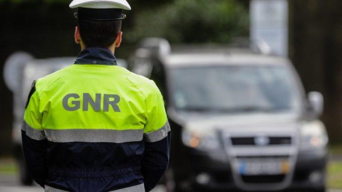 GNR detém 10 homens em flagrante delito por prática de jogo ilegal em Bombarral