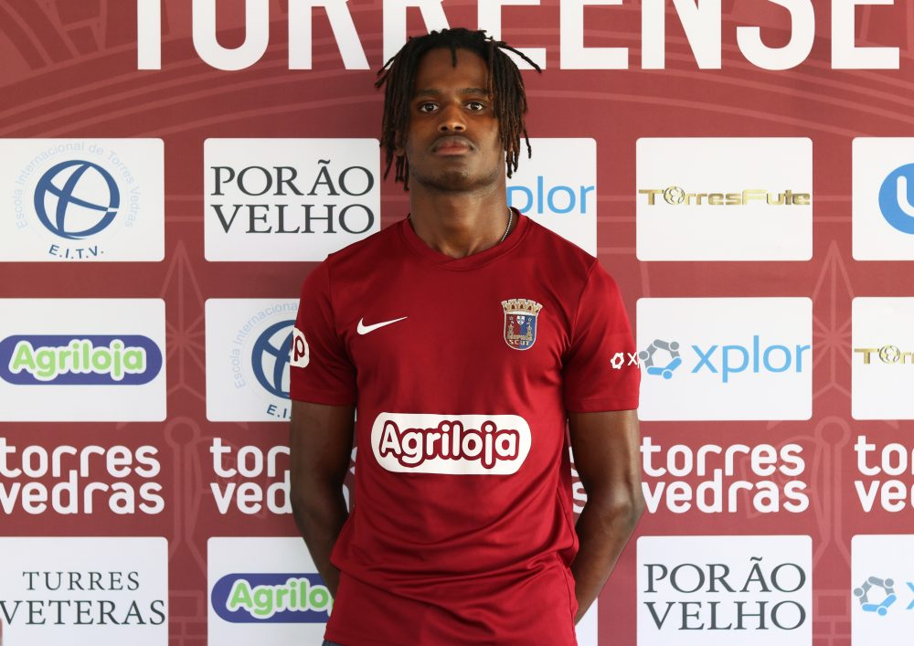 Aílson Tavares renova contrato com o Torreense