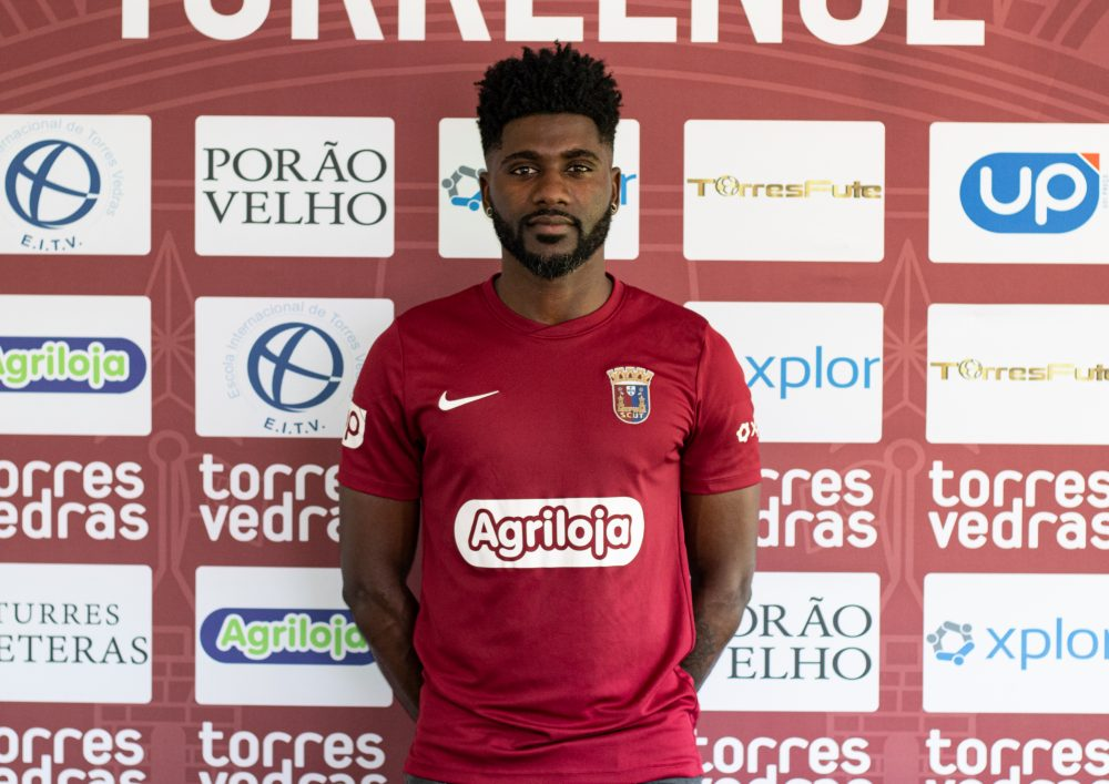 Leonel Alves renova contrato com Torreense