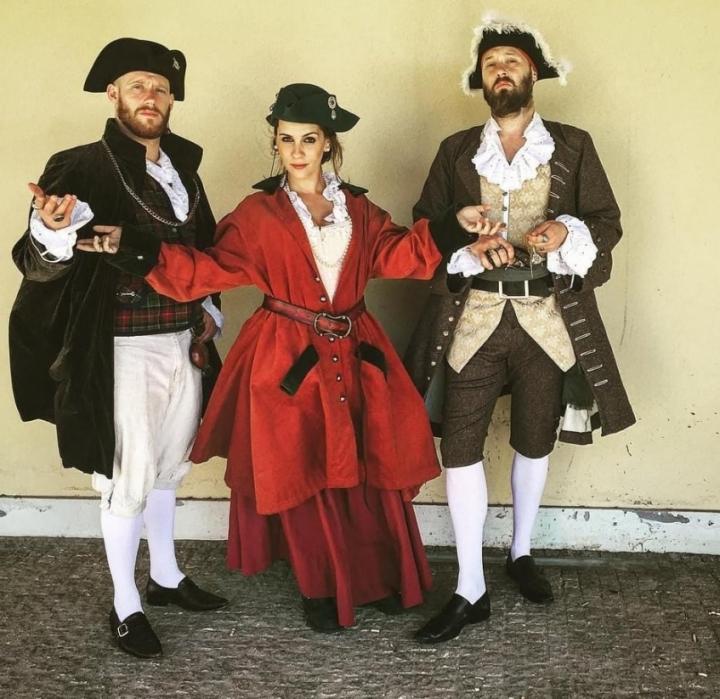 """Teatro """"Os Três Flibusteiros"""" em Santa Cruz"""