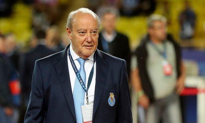 A Direção do emblema de Torres Vedras apresta-se ainda a oferecer uma camisola oficial do clube e