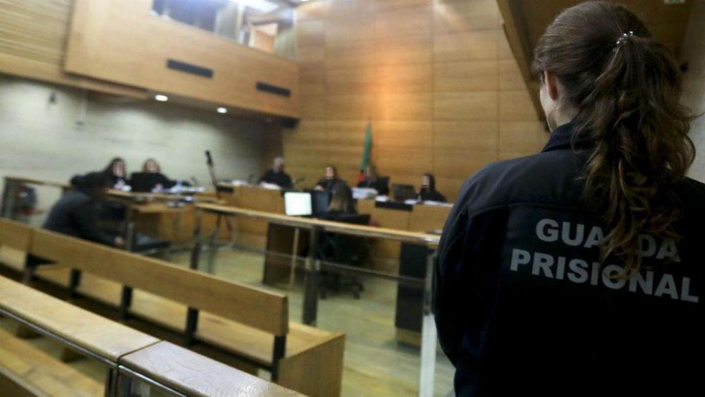 Médico recusa em tribunal acusação de homicídio por negligência na urgência de Peniche
