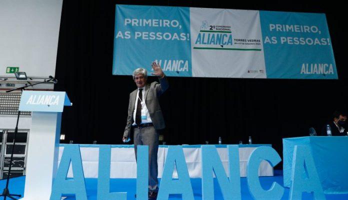 Paulo Bento substitui Santana Lopes na liderança do partido Aliança