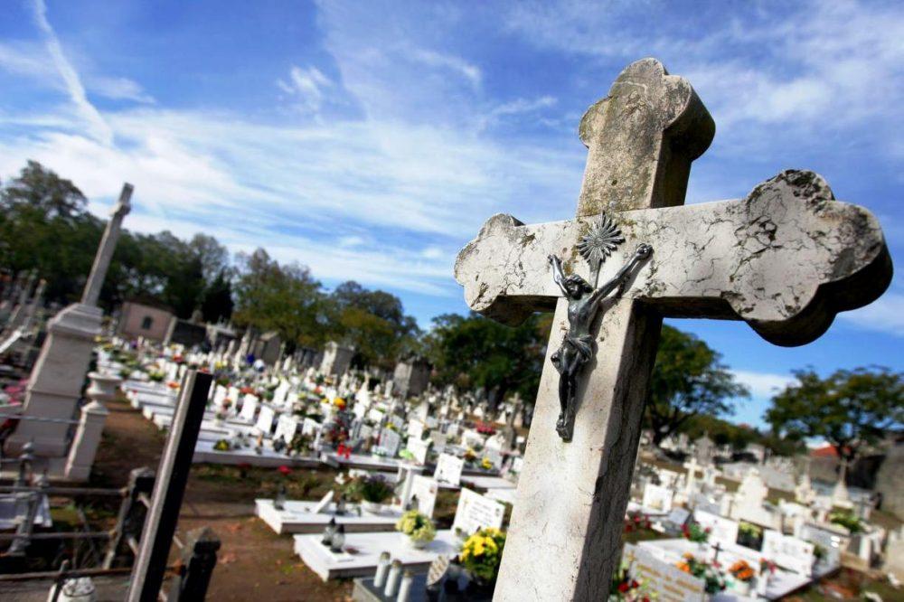 LOURINHÃ: Cemitérios municipais abertos no fim de semana